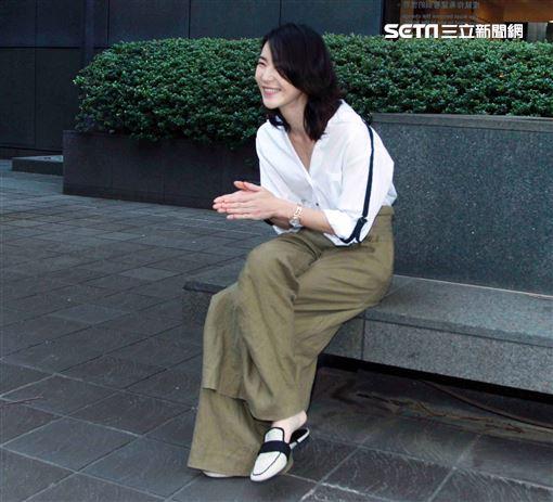 鍾瑶接受三立新聞網專訪。(記者邱榮吉/攝影)