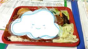 一塊肉都沒有!廉價便當「超狂菜色」曝光 網笑:吃完中風(圖/翻攝自爆廢公社臉書)