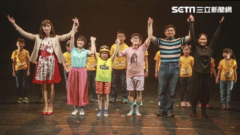 《小兒子報告!沙發有黑洞!》試演會全體演員。(圖/記者林聖凱攝影)