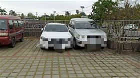 16:9 白漆車停「2個停車格中間」 高手駕駛塞進去:看誰先開走 圖/翻攝自「我住台南安南區」臉書
