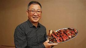牛排教父鄧有癸第一家店,房東有感自己也是餐飲業,加上這波疫情衝擊,於是超級佛心降租20%。(圖/新光三越提供)
