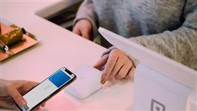 金管會統計至今年1月底為止,台灣使用電子支付人數已破726萬人,且1月消費與儲值金額皆創歷年新高。(示意圖/圖取自Unsplash圖庫)