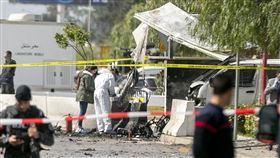 美駐突尼西亞首都大使館外遭自殺攻擊 已知1死6傷。(圖/美聯社/達志影像)