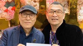 凱渥創辦人68歲洪偉明與愛情長跑36年的70歲服裝設計師男友呂芳智已登記結婚。(圖/凱渥提供)