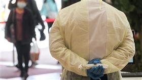 醫院嚴格執行體溫檢測(3)武漢肺炎疫情延燒,台北榮民總醫院嚴格執行入院人員體溫測量。中央社記者裴禛攝 109年2月29日