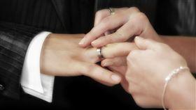 ▲結婚只用百元戒指(示意圖/翻攝自Pixabay)