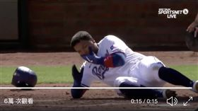 ▲遊騎兵外野手Willie Calhoun被道奇隊的投手Julio Urias速球直擊臉部。(圖/翻攝自推特)