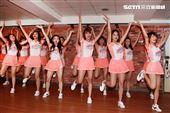 統一獅隊專屬啦啦隊「Uni-girls」春訓。(記者邱榮吉/攝影)