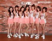 統一獅隊專屬啦啦隊「Uni-girls」春訓,隊長倪可帶領學妹亮相。(記者邱榮吉/攝影)