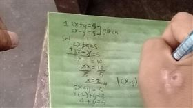 菲律賓,香蕉葉,筆記,數學,學生。(圖/翻攝自臉書)