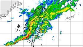 鋒面通過全台有雨,部分地區還有機會出現雷雨狀況!(圖/翻攝自氣象局)
