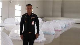 泰國隔離14天「蚊帳集中營」曝光 網傻眼:阿嬤的餐桌? 圖翻攝自komchadluek