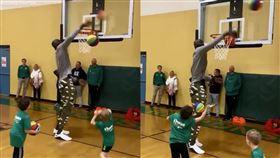 NBA/狠!2米3巨人搧爆初學幼童 NBA,波士頓塞爾提克,Tacko Fall,身高,全明星 翻攝自塞爾提克官方推特