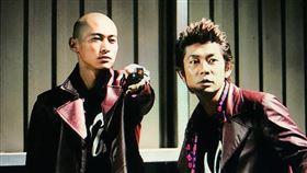 日本兩大奧斯卡影帝永瀨正敏、窪塚洋介曾經在1994年的電視劇《私家偵探濱麥克》合作過,沒想到事隔16年兩人又再度相遇合作新電影《最初的晚餐》,這次還是飾演一對沒有血緣關係的「父子」。現年已經53歲的永瀨正敏與40歲的窪塚洋介,從過去的青澀小生成長成資深級演員,對於能夠再次出演,窪塚洋介開心的直說感覺超特別。▼▲(圖/威視提供)