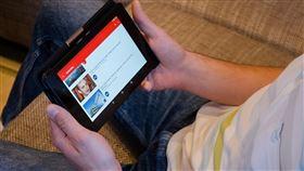 高中生狂看YouTube 追劇  追出多益990滿分。(圖/翻攝自pixabay)