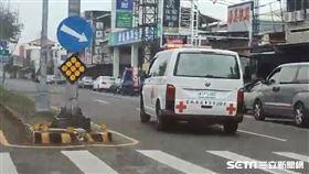 斗六爸求禮讓「孩子在咳血」 救護車已出發!車牌號碼曝光 圖翻攝畫面