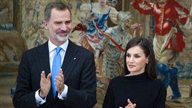 西班牙國王菲利普六世(Felipe VI)及平民出身的王后萊蒂西亞(Queen Letizia Ortiz)(圖/美聯社/達志影像)