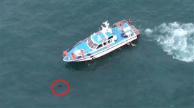 船長海中作業突落海 海巡出動直升機尋獲男子時已成浮屍(圖/翻攝畫面)