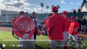 ▲巴克利(Charles Barkley)3月3日曾赴天使春訓基地。(圖/翻攝自ESPN推特)