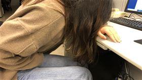 女生生理痛、肚子痛、不舒服示意圖 記者潘卉秋攝影