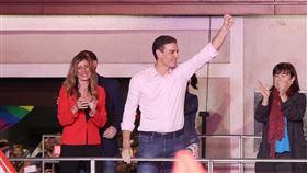 西班牙總理夫人葛梅茲(左)對武漢肺炎檢測呈陽性反應。(圖/翻攝自臉書)