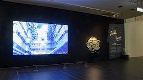 國美館推數位展 秘密寫紙上轉化為影像國立台灣美術館3月起推出3檔數位藝術展,其中「秘密的總和3-意識的蛇」(圖),邀請觀眾將自身的秘密寫在紙條上,這些秘密也透過影像,轉化為「蛇」的形態。(國美館提供)中央社記者鄭景雯傳真 109年3月15日