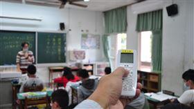 宜蘭羅東各國中小學冷氣裝設 6月將全部完成為讓宜蘭縣羅東鎮內的學生在夏天時有舒適上課環境,鎮公所編列新台幣4540萬元預算,在鎮內各國中小330間教室裝設冷氣機,預定6月底全部裝設完成。圖為羅東北成國小17日已裝設完成。中央社記者沈如峰宜蘭縣攝 109年3月17日