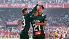▲中國足求一哥武磊與隊友慶祝進球。(圖/翻攝自西班牙人IG)