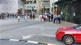 馬來西亞鎖國首日 街道不見車龍人潮馬來西亞18日實施行動管制令,除了指定單位,許多行業暫停營運14天,學校也停課兩週,吉隆坡多個地區交通順暢,路上難得不見車龍,街道也人潮稀疏。中央社記者郭朝河吉隆坡攝  109年3月18日