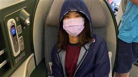 戴資穎搭機時口罩不離身。(圖/翻攝自戴資穎臉書)