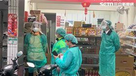 移民署台北專勤隊在醫院附近印尼雜貨店抓到染病的移工。(圖/翻攝畫面)