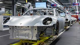 ▲因武漢肺炎保時捷將於未來兩週暫停生產線作業。(圖/翻攝Porsche網站)