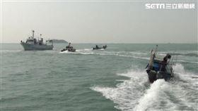 中國快艇越界攻擊海巡 驚悚畫面曝光(圖/翻攝畫面)