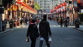 上海豫園商城恢復營業上海許多旅遊景點近日陸續復工,圖為15日上海城隍廟附近的豫園商城。中央社記者沈朋達上海攝  109年3月20日