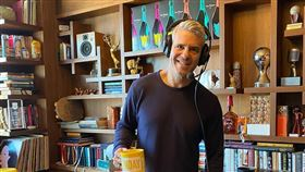 美國主持人安迪科恩(Andy Cohen)也在21日透露自己肺炎檢測得到「陽性」結果。IG