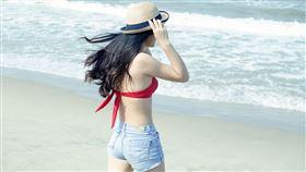 海灘,防曬,比基尼,美白,中暑(圖/pixabay)