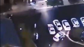 武漢傳出跳樓意外(圖/翻攝自@niuniu__Liu推特)