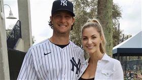 ▲洋基隊王牌柯爾(Gerrit Cole)和老婆合照。(圖/翻攝自推特)