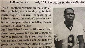 當年報導指詹皇在美式足球同樣天賦異稟。(圖/翻攝自LeBron James IG)