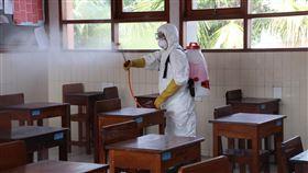印尼加強民眾防疫意識武漢肺炎疫情快速蔓延,雅加達一所學校消毒校園,盼增加民眾防疫意識。中央社記者石秀娟雅加達攝 109年3月20日