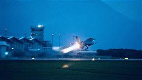 國軍進行「聯合防空作戰訓練」。(圖/翻攝自國防部發言人臉書)