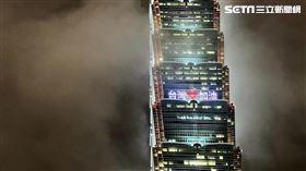 台北101點燈爲醫護人員打氣