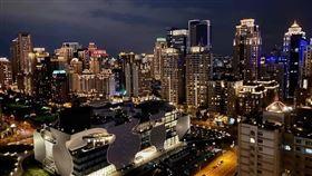 台中七期豪宅夜景(圖/翻攝畫面)