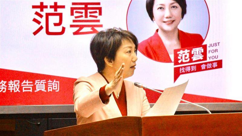 費鴻泰推報稅服務 范雲踢爆:硬拗公務員加班