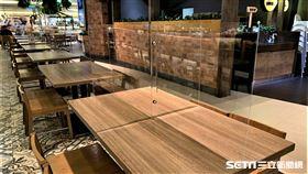 防疫升級!京站美食街新增透明隔板區。(圖/百貨提供)