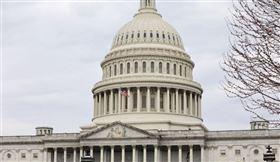 美國聯邦參議院25日深夜參議院以96票贊成、0票反對,通過全國歷來最大規模的2兆美元紓困方案,川普承諾他會馬上簽署。圖為美國國會大廈外觀。(中央社檔案照片)