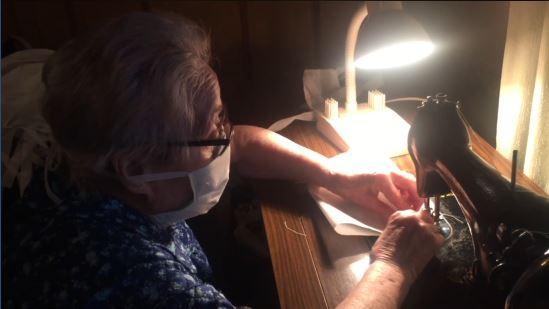 88歲嬤手抖「剪刀拿不穩」堅持縫口罩送前線 百萬人心疼