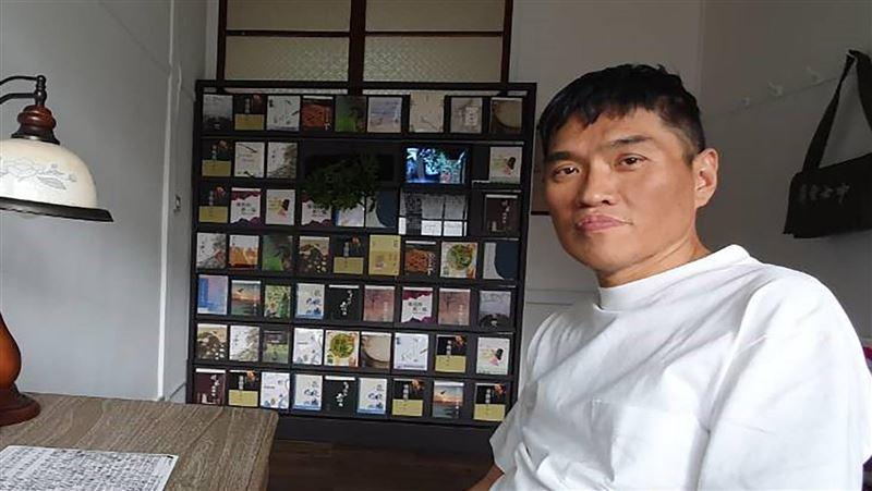 作家郭漢辰因肝癌辭世 劉克襄:他如鵝鑾鼻燈塔守護屏東