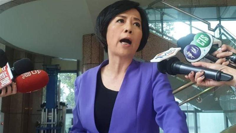怒!英國情侶喊隔離像監獄…黃智賢嗆:台灣應直接驅逐出境