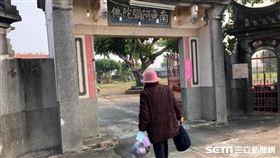 林姓老婦如願抵達新超峰寺出家。(圖/翻攝畫面)